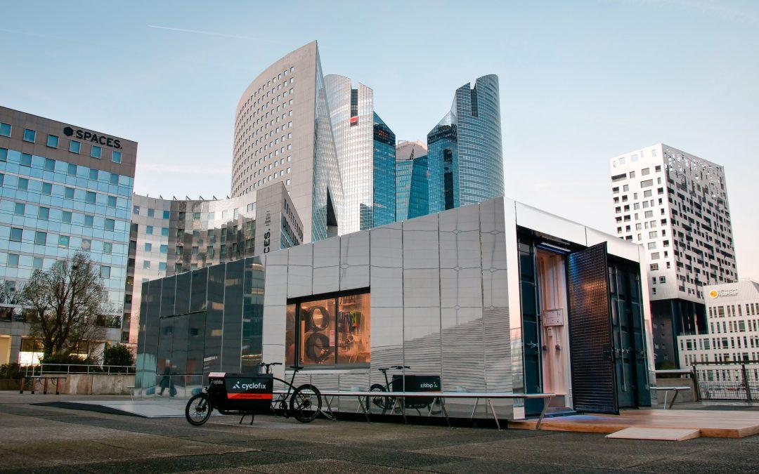 Cyclofix répare vos vélos au pied de la Grande Arche à La Défense